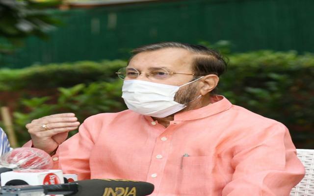 श्री प्रकाश जावड़ेकर ने नई दिल्ली में दिल्ली-एनसीआर में प्रदूषण नियंत्रण के लिए केंद्रीय प्रदूषण नियंत्रण बोर्ड (सीपीसीबी) की टीमों के नोडल अधिकारियों को संबोधित करते हुए।
