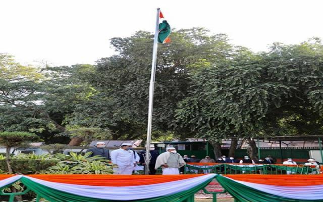 दिल्ली में सोमवार 28 दिसंबर को राष्ट्रीय कांग्रेस पार्टी का स्थापना दिवस अवसर पर कांग्रेस मुख्यालय में वरिष्ठ नेता एके एंटनी ने फहराया पार्टी का झंडा